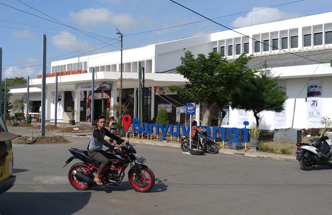 バニュワンギバル駅