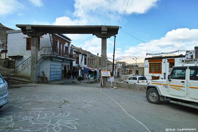 カルゾク村 ゴンパ前の広場
