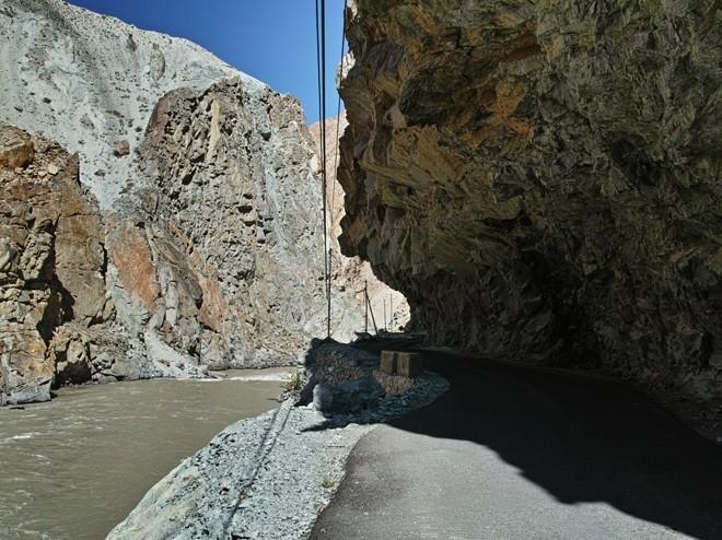 くり抜いたトンネル
